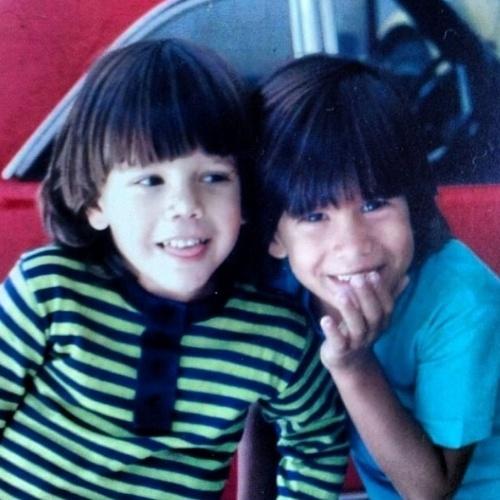 """12.out.2014 - """"Aproveite o dia de hoje pra voltar a ser criança e se lembrar da essência da vida que vivemos -Aqui nesta foto com meu irmão @maikir ( Marcelo Garcia ) quando eu tinha 3 aninhos"""", escreveu Márcio Garcia"""