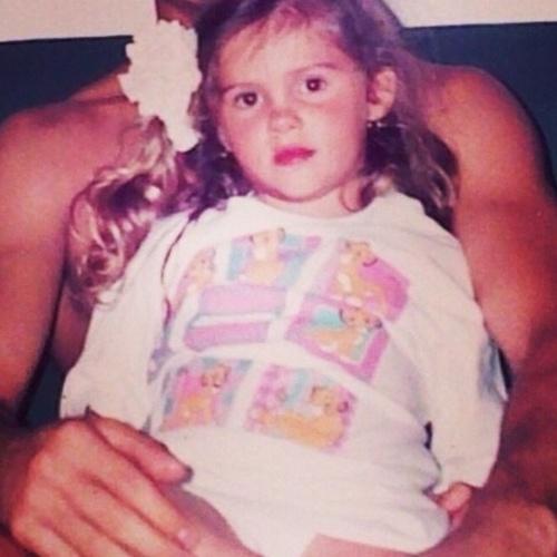 """12.out.2014 - Monique Evans postou uma foto da filha, Bárbara, quando criança: """"Hoje no Dia das Crianças, minha foto é da minha sempre Baby @barbaraevans22 !!! Feliz Dia das Crianças pra todos nós!!"""""""