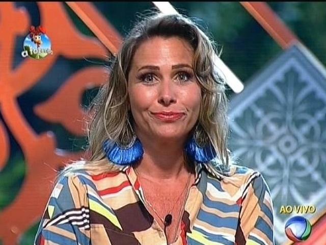 """13.out.2014 - Andréia Sorvetão é presenteada com um carro depois de votação do público em """"A Fazenda 7"""""""