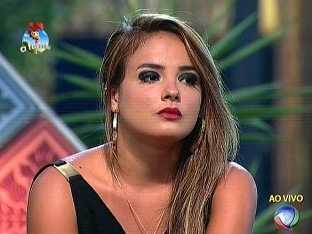 13.out.2014 - MC Bruninha indica Robson Caetano para a quarta roça de