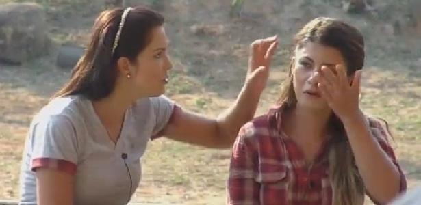 Babi Rossi chora e é consolada por Débora Lyra