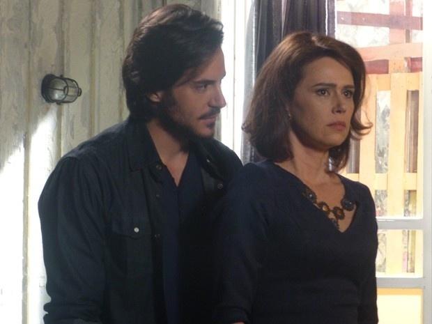 Herval procura Sandra para impedir que ela conte a verdade ao rival em