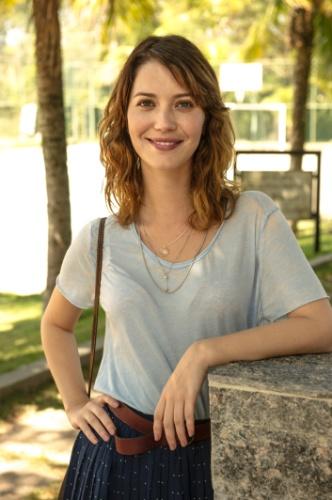 Nathalia Dill é Laura na novela Alto Astral
