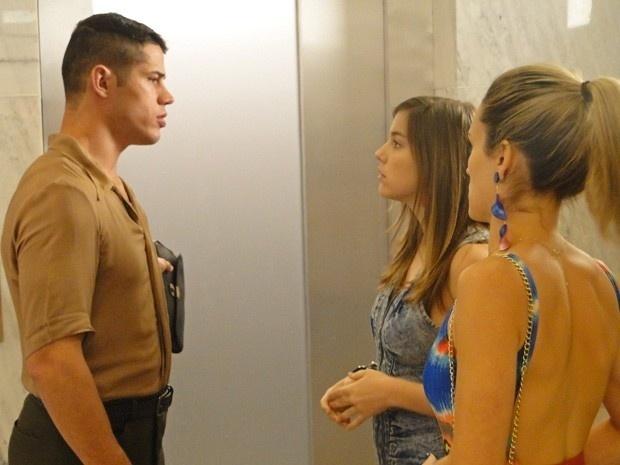 Pedro (José Loreto) não consegue convencer Jussara (Thati Lopes) a deixar a