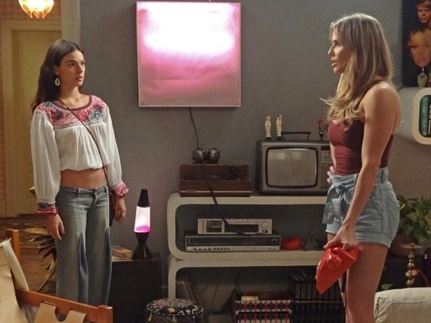 Sandra (Isis Valverde) procura Susana (Alessandra Negrini) na casa de Inês (Deborah Secco). Ela quer saber sobre o paradeiro de Susana e dispara: