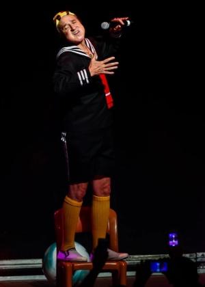 Carlos Villagrán comemora 40 anos de seu personagem, o menino mimado Quico, em show em São Paulo, em outubro de 2014