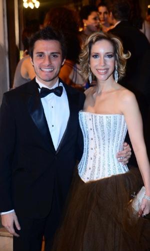 13.out.2014 - Hugo Bonemer e Kiara Sasso no 2º Prêmio Bibi Ferreira, em São Paulo