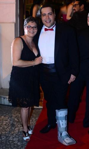 13.out.2014 - Tiago Abravanel e Cynthia Abravanel prestigiam a 2ª edição do Prêmio Bibi Ferreira, no Theatro São Pedro, em São Paulo