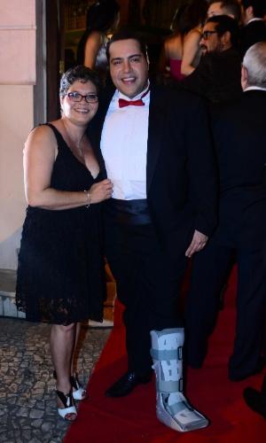 13.out.2014 - Tiago Abravanel e Cynthia Abravanel vão à 2ª edição do Prêmio Bibi Ferreira, no Theatro São Pedro, em São Paulo