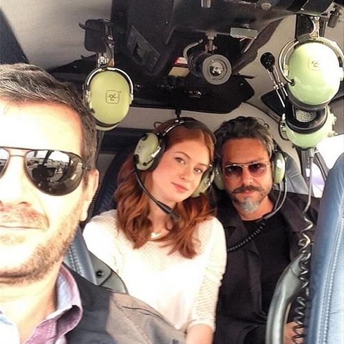 """14.out.2014 - Marina Ruy Barbosa e Alexandre Nero gravam cenas em helicóptero para a novela """"Império"""". A imagem foi compartilhada pela atriz, que não deus mais detalhes, marcando apenas o nome de Nero e do ator Roberto Brindelli"""