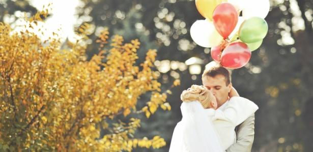 Balões são opções modernas e versáteis para incluir na festa de casamento
