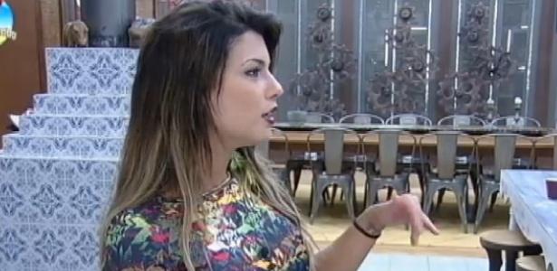 """15.out.2014 - Babi Rossi desabafa sobre relacionamento com Léo Rodriguez em """"A Fazenda 7"""""""