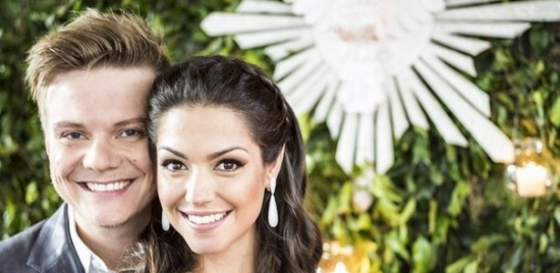 Thais e Teló postaram fotos para contar aos fãs sobre o casamento