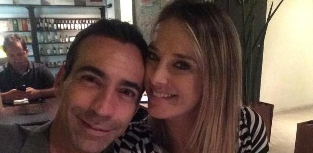 """César Tralli se declara para Ticiane Pinheiro no Twitter em foto durante jantar: """"Minha companhia mais do que especial!"""""""