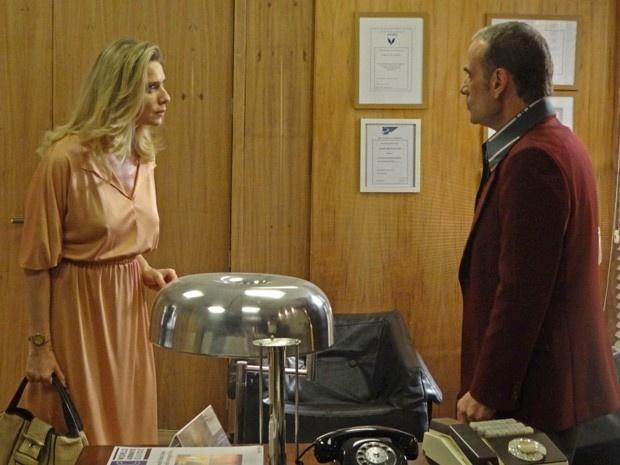 Gilda ameaça revelar que Fernando é pai de Rodrigo em