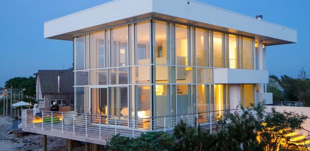 A casa de aço e vidro em Fair Harbor foi desenhada pelo arquiteto Richard Meier - Trevor Tondro/ The New York Times