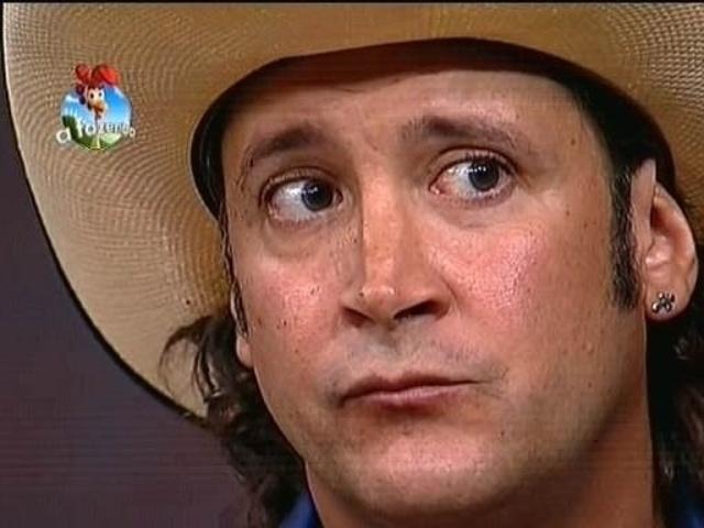 16.out.2014 - Roy Rosselló aguarda Britto Jr. anunciar o resultado da quarta roça de