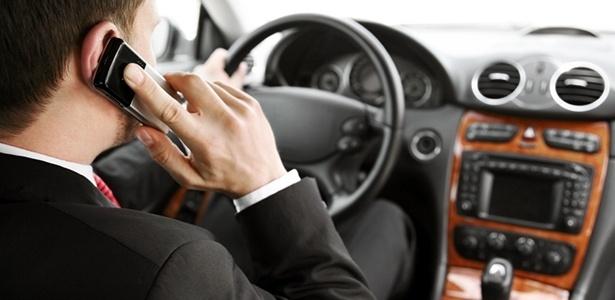 Multa por uso de celular enquanto dirige terá o valor triplicado e torna-se gravíssima - Getty Images
