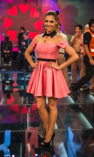 Para fazer um estilo romântico, Fernanda Lima usa vestido rosa no segundo programa da oitava temporada de
