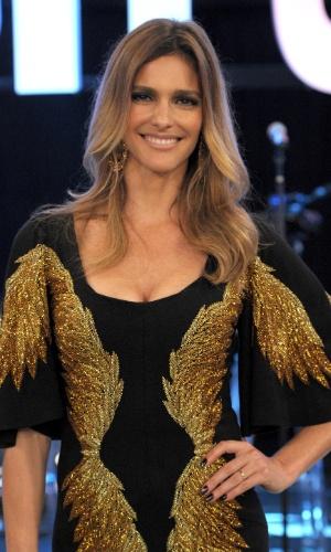 Fernanda Lima em outubro de 2013 usou um vestido preto com detalhes em dourado em programa que recebeu religiosos