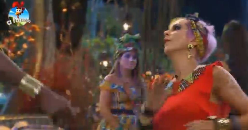 17.out.2014 - Bruna Tang dança durante a Festa África em