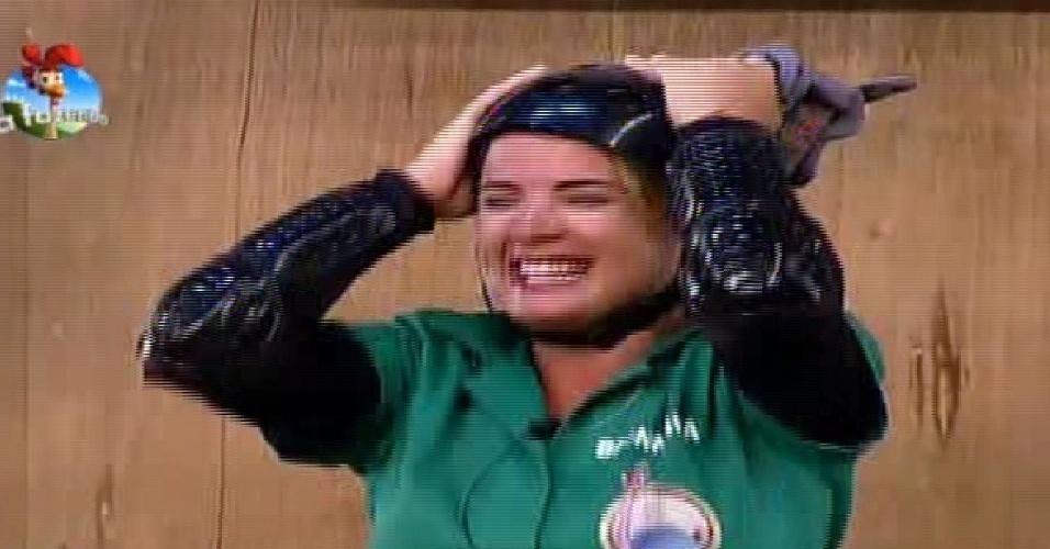 17.out.2014 - MC Bruninha comemora vitória em prova pelo poder da chave