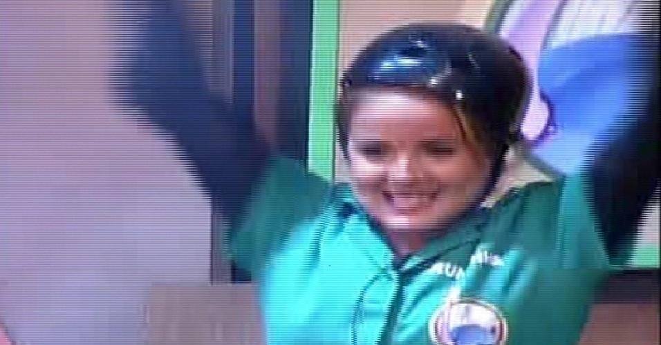 17.out.2014 - MC Bruninha comemora vitória na prova da chave
