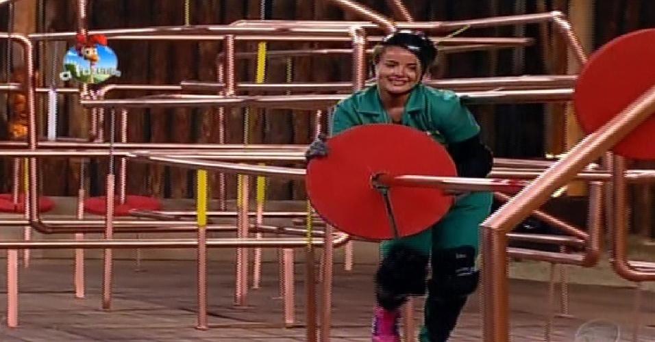 17.out.2014 - MC Bruninha disputa prova de agilidade e raciocínio pelo poder da chave
