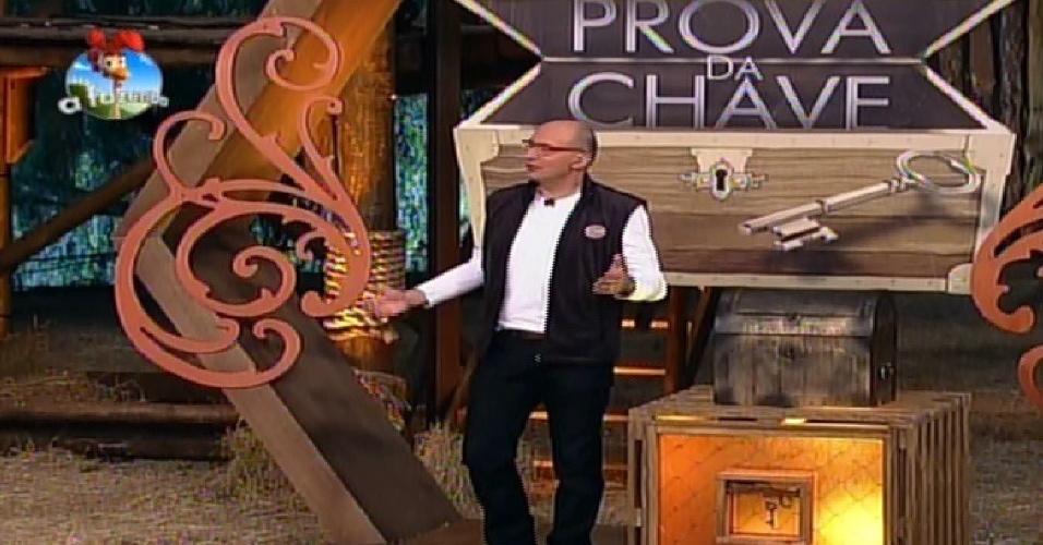 17.out.2014 - O apresentador Britto Jr. inicia a explicação da prova da chave