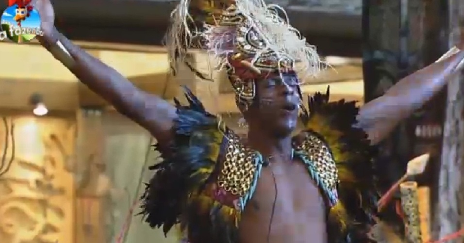 17.out.2014 - O atleta Robson Caetano aproveita a Festa África