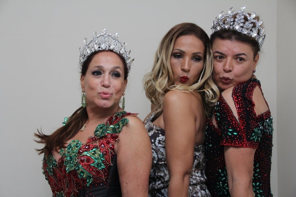 17.out.2014 - Valesca Popozuda, Susana Vieira e David Brazil dão