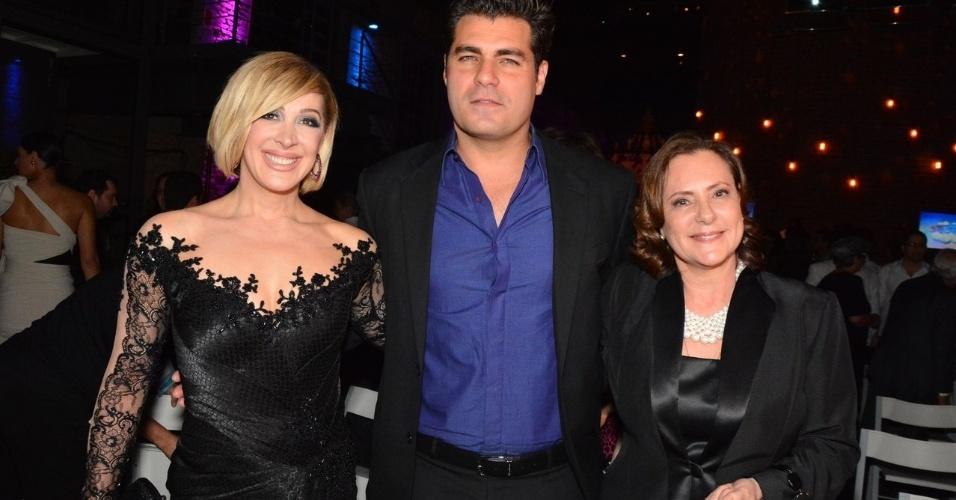 """18.out.2014 - Claudia Raia, Thiago Lacerda e Elizabeth Savalla acompanham o lançamento da novela """"Alto Astral"""", em São Paulo"""