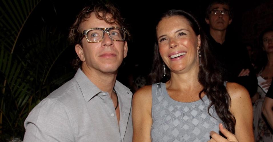 """18.out.2014 - A atriz Mylla Christie e o marido  na festa de lançamento da novela """"Alto Astral"""", de Daniel Ortiz"""