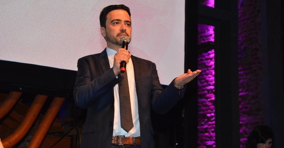 """18.out.2014 - Daniel Ortiz, autor de """"Alto Astral"""", fala da novela na festa de lançamento da trama"""