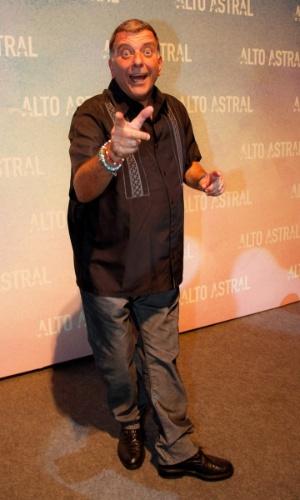 """18.out.2014 - O diretor Jorge Fernando chega para a festa de lançamento de """"Alto Astral"""", nova novela das sete da Globo"""