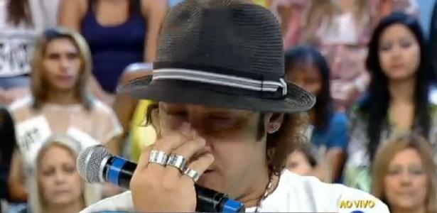 """Roy Rosseló chora e comenta abusos que teria sofrido de produtor dos """"Menudos"""""""