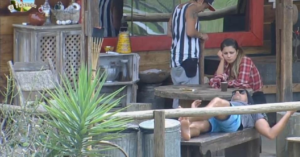 """20.out.2014 - Dh, Babi e Marlos conversam em """"A Fazenda 7"""""""
