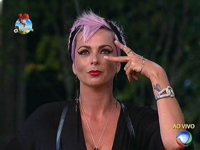 20.out.2014 - Indicação do fazendeiro Robson Caetano, Bruna Tang vota em Débora Lyra para a quinta roça de