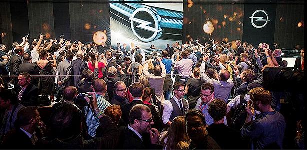 Estande da Opel, que apostou em conectividade ao lançar seu novo Corsa, lotou - Divulgação