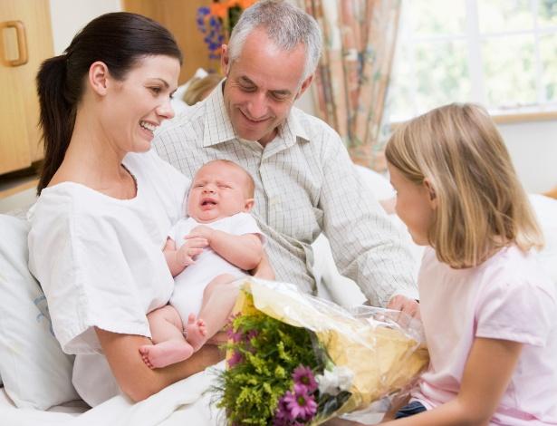 Visitas na maternidade tendem a ser mais breves, deixe clara sua preferência - Getty Images