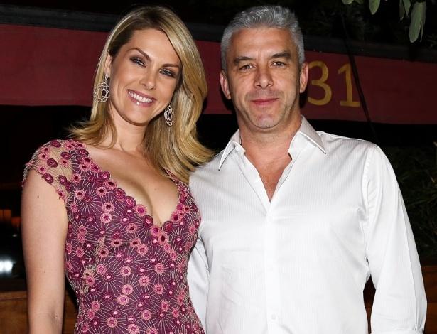 20.out.2014 - Ana Hickmann leva o marido, Alexandre Corrêa, ao aniversário de 41 anos do amigo Rodrigo Faro em uma festa particular em um restaurante nos Jardins, zona sul de São Paulo, nesta segunda-feira