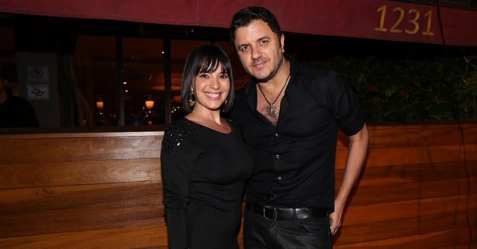 20.out.2014 - Maurício Manieri se diverte com a mulher, Izabelle Stein, no aniversário de 41 anos do amigo Rodrigo Faro em uma festa particular em um restaurante nos Jardins, zona sul de São Paulo, nesta segunda-feira