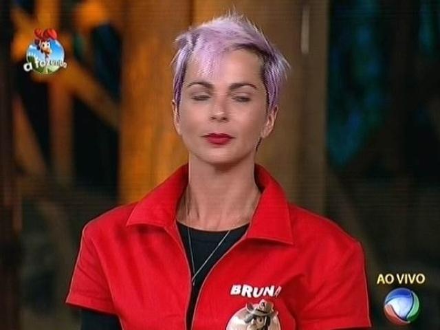 "21.out,2014 - Bruna Tang se concentra antes de enfrentar Lorena Bueri e Felipeh Campos na sexta prova do fazendeiro de ""A Fazenda7"""