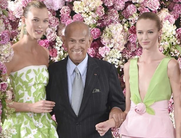 9.set.2014 - Oscar de la Renta faz aparição discreta em seu último desfile, realizado na Semana de Moda de Nova York - Zumapress
