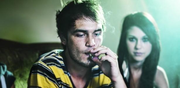 Adolescentes que usam maconha regularmente arriscam se prejudicar na escola - BBC