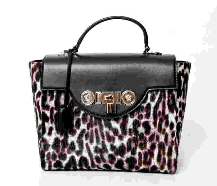 Bolsa de couro, da Versace. Preço: R$ 10.470. Informações: (11) 3088-8602  | Preço e disponibilidade pesquisados em outubro de 2014 e sujeitos a alterações - Divulgação