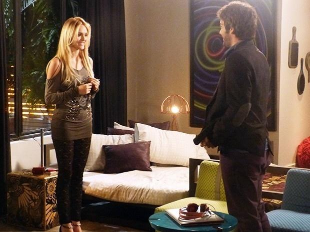 Depois de contar a verdade para Davi (Humberto Carrão) de que já está enxergando, Megan (Isabelle Drummond) chama o namorado para dormir com ela.