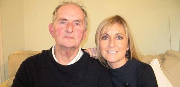 """Apresentadora relata culpa por ter """"descartado"""" mãe diagnosticada com Alzheimer - BBC"""