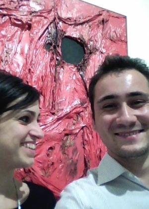 """Visitantes tiram """"selfie"""" com obra em museu da Itália - Reprodução/Twitter/SPuzella"""