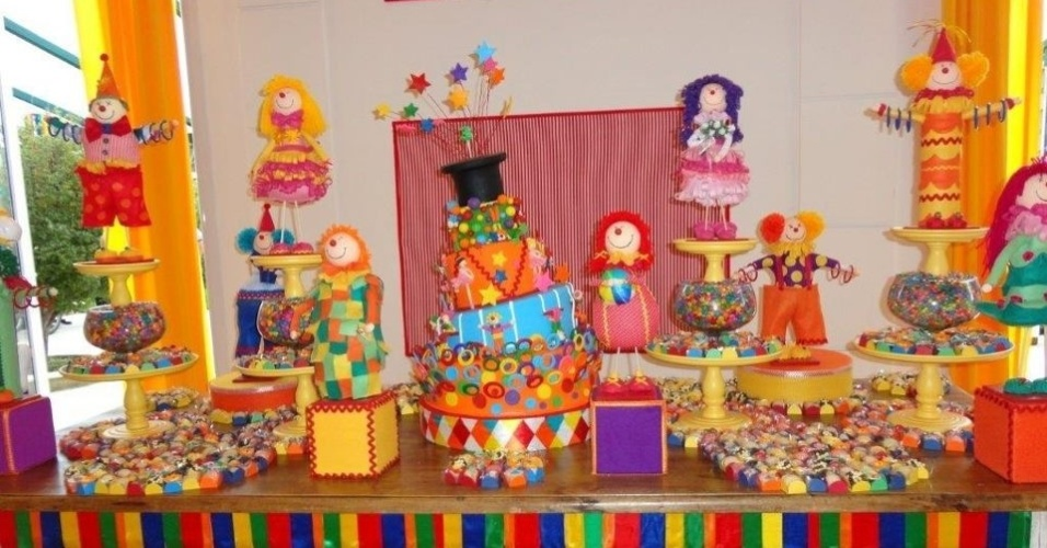 álbum com decorações de festas para gêmeos | Palhaço foi o tema escolhido para a festa de irmãs trigêmeas.  A decoração foi assinad pela Maria Exibida Comemorações (www.facebook.com/mexibida)